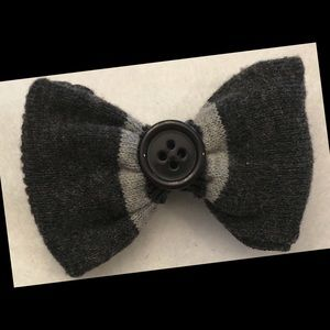 Gray knit hair bow